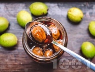 Рецепта Сладко от зелени орехчета с лимонтузу